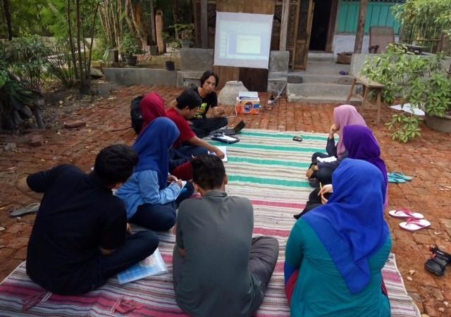 AJI Surabaya Beri Pelatihan ke LPM Retorika Unair