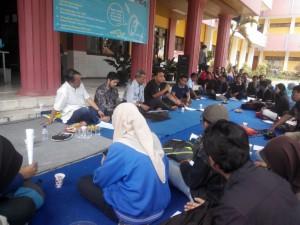 Dandy saat berbagi di Universitas Widyagama Malang. (foto: Eko Widianto)